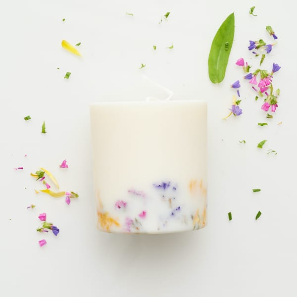 wild flowers with petals lifestyle to buy