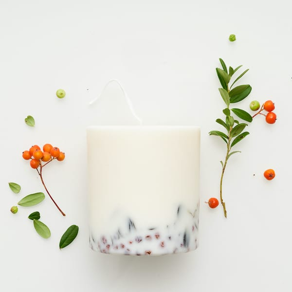 ashberries and bilberry leaves candle image